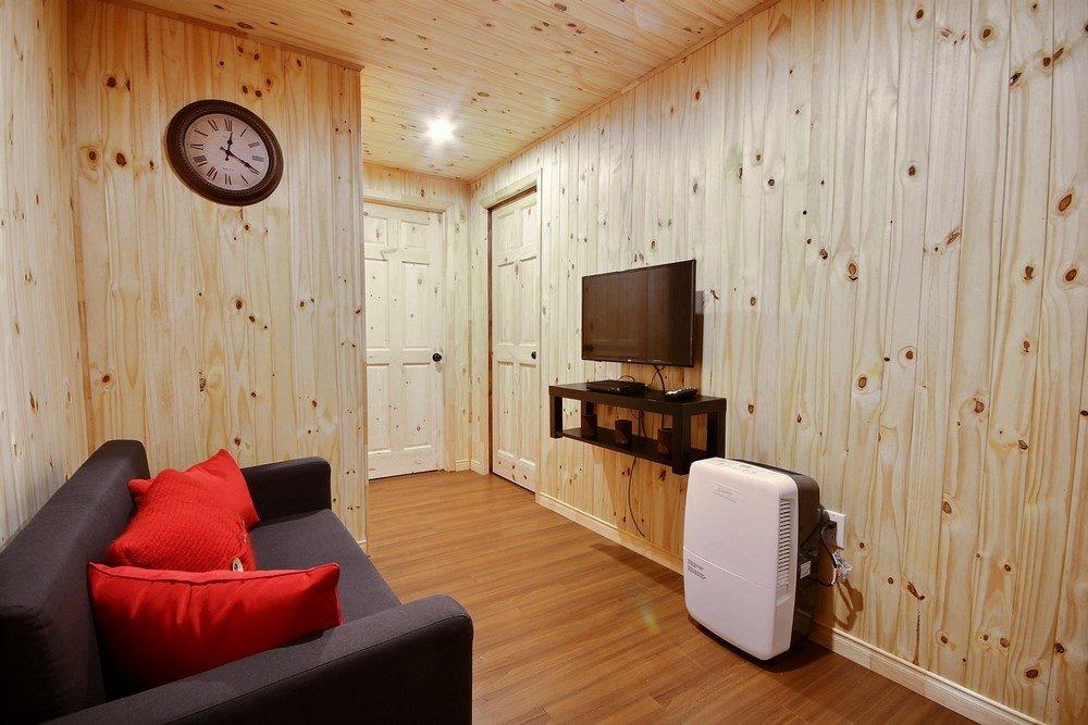 Chalet en bois rond L'Aigle-Noir - Salle de séjour au sous-sol