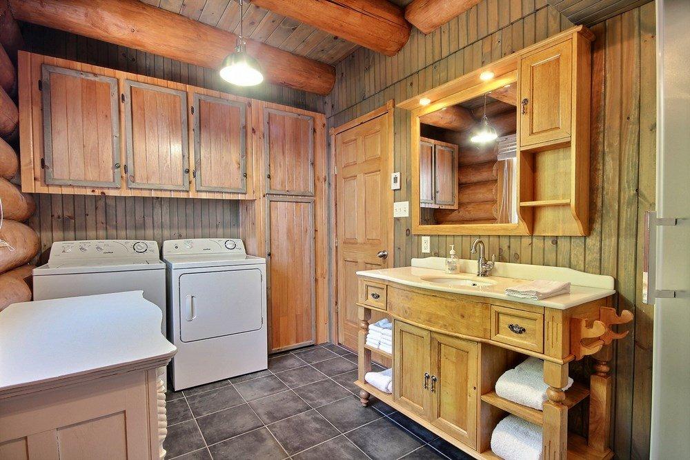 Chalet en bois rond L'Aigle-Noir - Salle de lavage