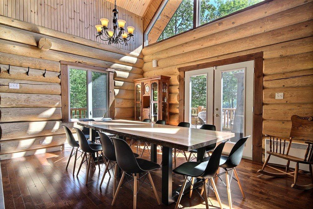 Chalet en bois rond L'Aigle-Noir - Grande salle à dîner