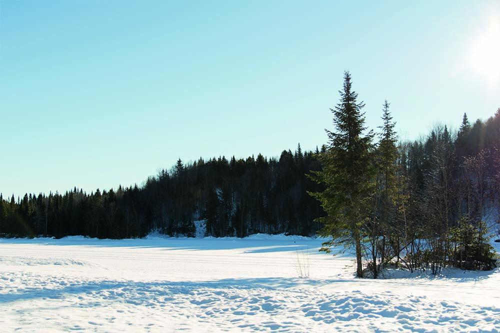 Chalet en bois rond Le Chasse-Galerie - Vue sur le lac gelé