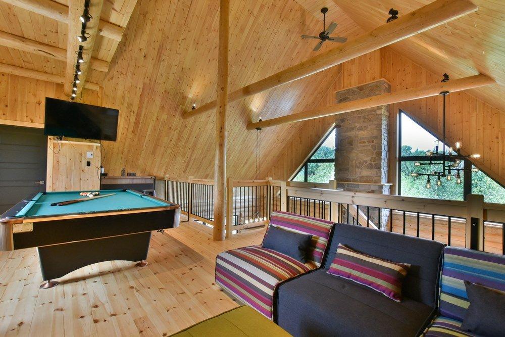 Chalet en bois rond Le Perséides - Salon au 2e étage