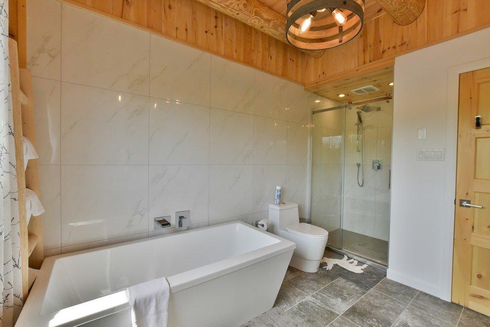 Chalet en bois rond Le Perséides - Salle de bain-1