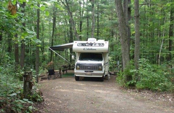 Camping du Parc d'Oka - Terrain pour motorisé