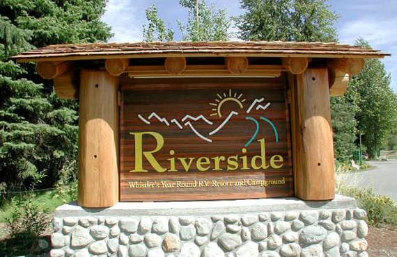 Camping Riverside - BC, Canada