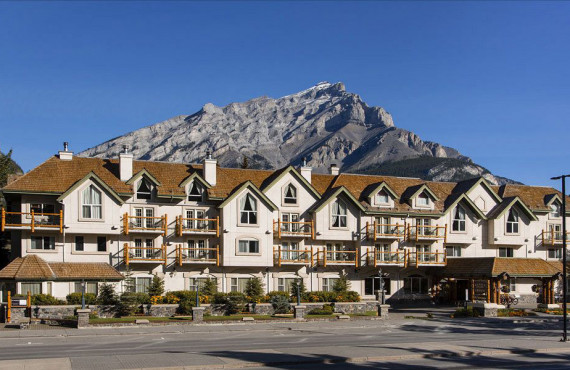 Rundlestone Lodge, Banff, AB