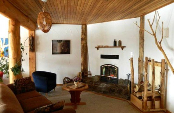 Auberge Logpile - Salon avec foyer