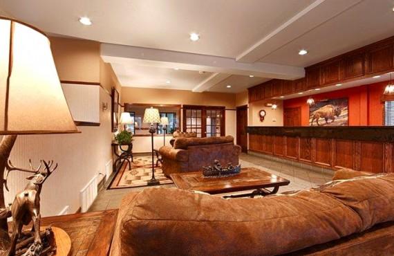 2-bw-desert-inn-lobby