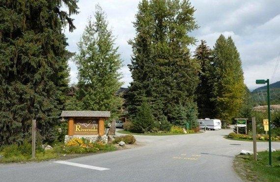 2-camping-riverside
