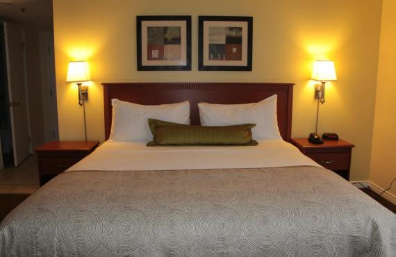 Chambre avec 1 lit queen