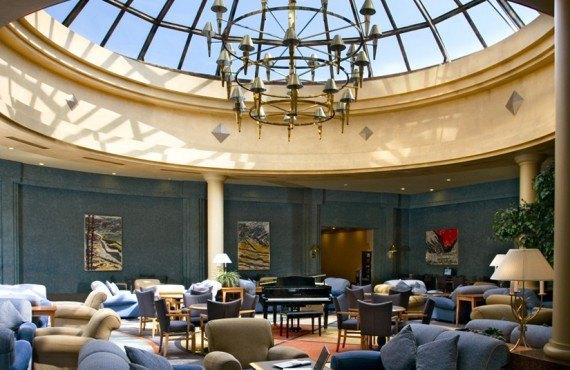 2-clarion-inn-calgary-airport-lobby