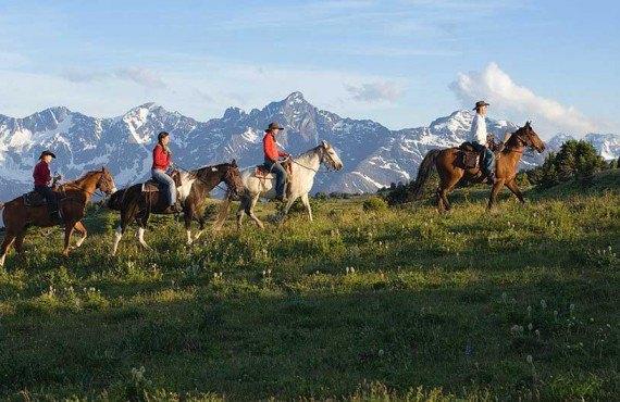 2-equitation-rocheuses-tyax.jpg