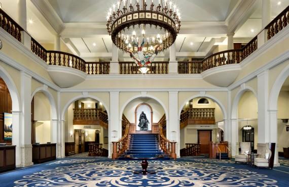 2-fairmont-chateau-louise-lobby