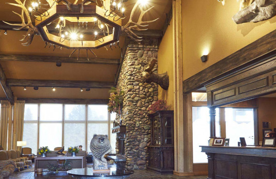 2-grouse-mountain-lodge-lobby.jpg