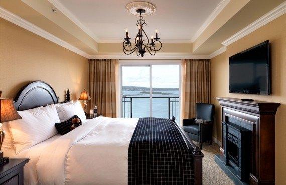 2-hotel-oak-bay-beach
