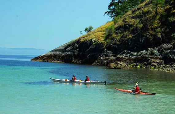 2-kayak-mer-quadra-island.jpg