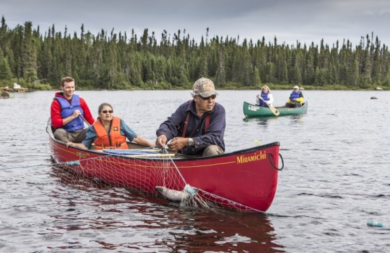 Canoe on the Nuuhchimmi Wiinuu native site, Tourisme Eeyou Istchee Baie-James © Mathieu Dupuis