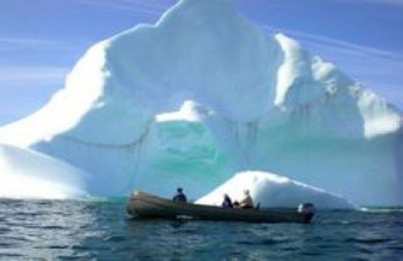 Ours polaires, Icebergs et Inuit