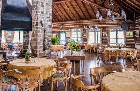 2-parc-algonquin-resort-arowhon-pines.jpg