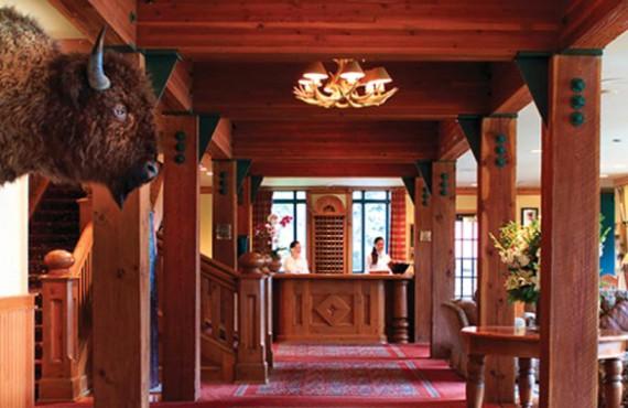 2-post-hotel-lobby