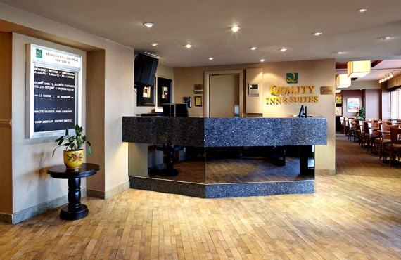 Quality Inn & Suites Aeroport - Lobby