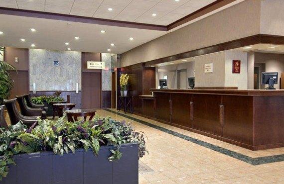 Ramada Calgary - Lobby