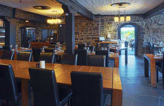 2-restaurant-auberge-saint-gabriel-montreal.jpg