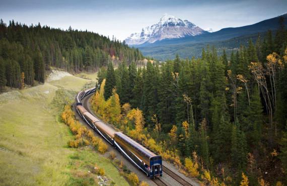 2-train-rocky-mountaineer.jpg