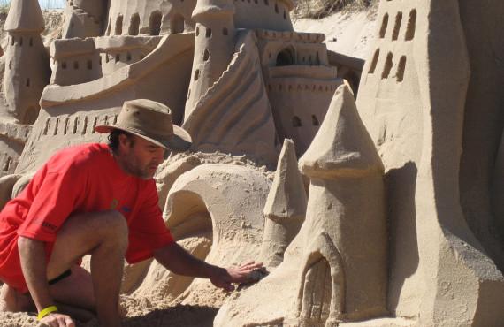 Un artisan du sable