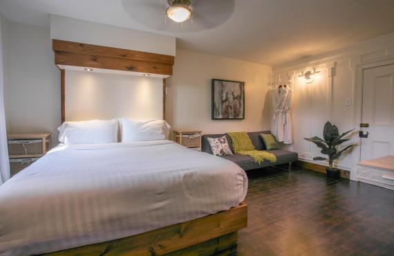 Comfort room - 1 queen bed + 1 sofa bed