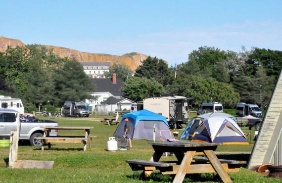 3-camping-baie-perce-site.jpg