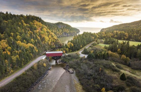 Pont couvert dans le Parc national Fundy, NB