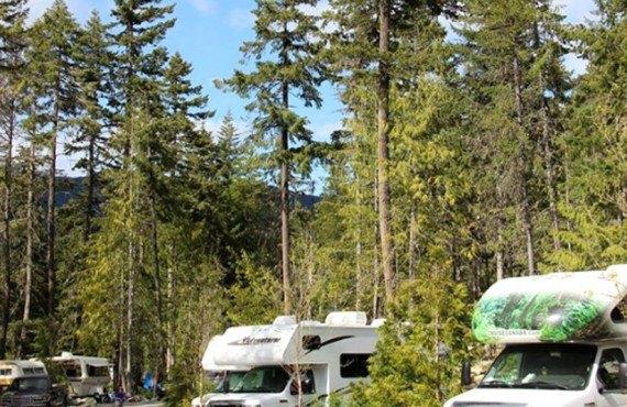 3-camping-riverside