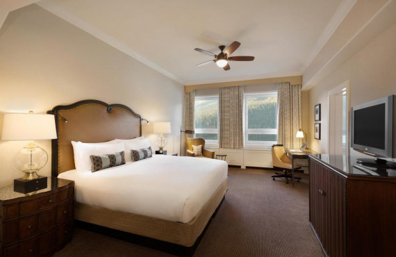 Deluxe Lakeview Room