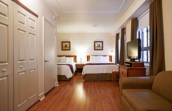 Grande chambre à 2 lits doubles