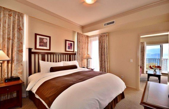 3-manteo-resort-spa-kelowna-suite