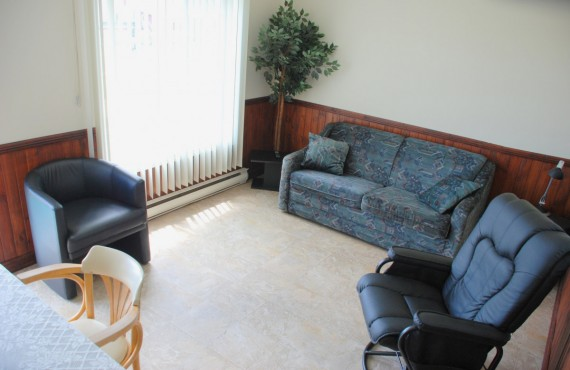 3-motel-chalet-baie-gaspe-salon