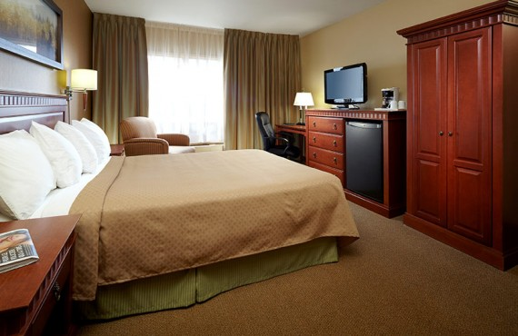 Quality Inn & Suites Aeroport - Chambre lit Queen