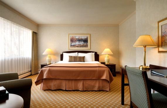 3-royal-scott-hotel-suites-ch-queen