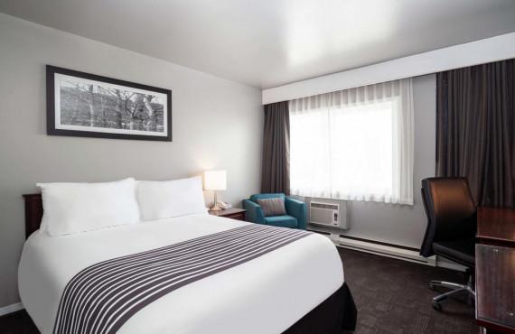1 queen bed