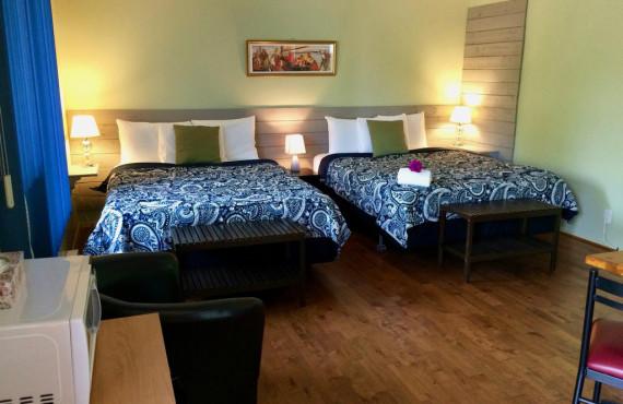 2 beds room