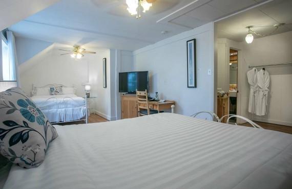 Comfort room - 2 double bed