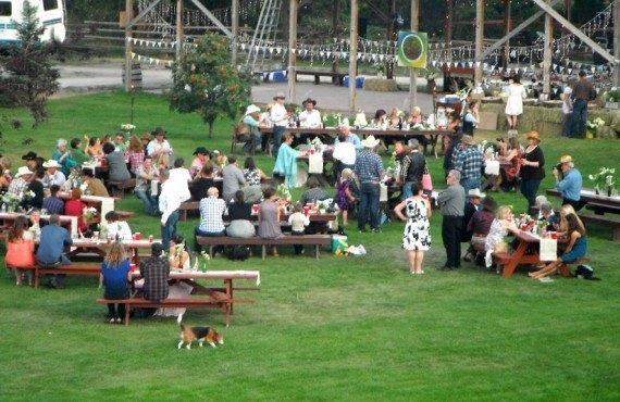 Chalet Hat Creek Ranch - Repas plein air sur le site