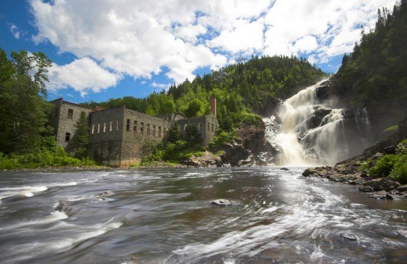 Ouiatchouan Falls and the mill, Val-Jalbert