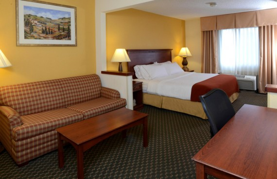 Holiday Inn Express Middletown - Suite