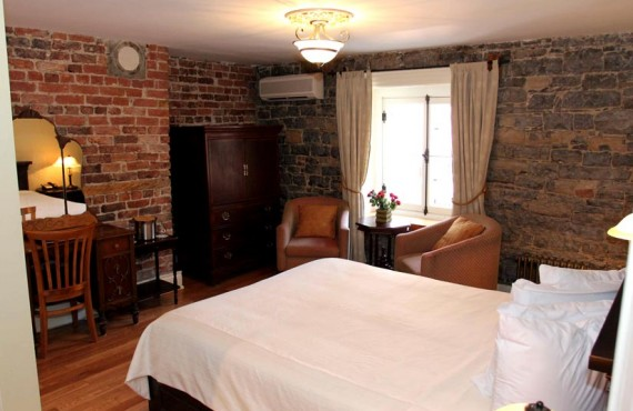Hotel Acadia - Chambre avec mur de brique