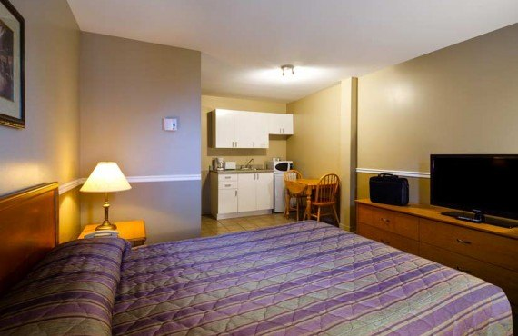 4-hotel-le-roberval-ch-queen
