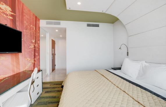 4-king-room.jpg