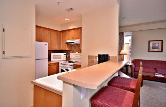4-manteo-resort-spa-kelowna-suite
