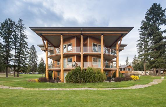 Skwachàys Lodge, BC