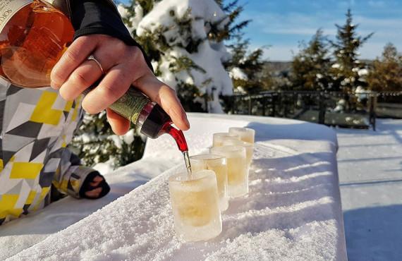 Déguster un verre de Caribou